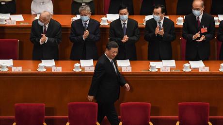 Der chinesische Präsident Xi Jinping trifft am 22. Mai 2020 zur Eröffnungssitzung des Nationalen Volkskongresses (NPC) in der Großen Halle des Volkes in Peking ein.