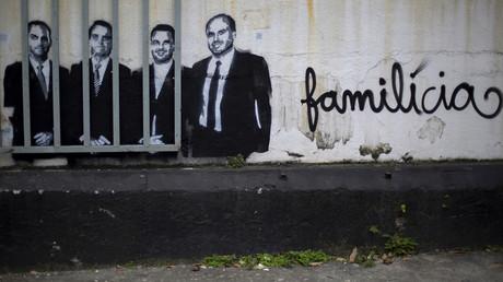Ein Graffito in Rio de Janeiro, das Brasiliens Staatschef Jair Bolsonaro und seine Söhne zeigt, 14. Mai 2020