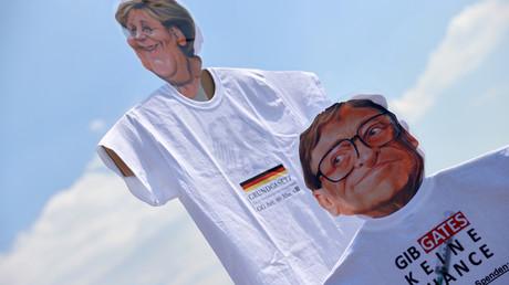 Der Einfluss von Bill Gates gilt vielen als Zeichen der Privatisierung des Gesundheitswesens. Dennoch ist seine Erwähnung auf einer Kundgebung für viele Parteikollegen von Andrej Hunko ein
