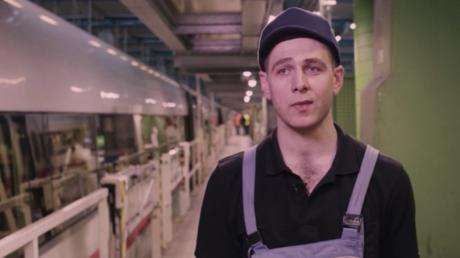 Syrischer Flüchtling findet neue Berufung bei der Bahn und glückliches Leben in Hamburg