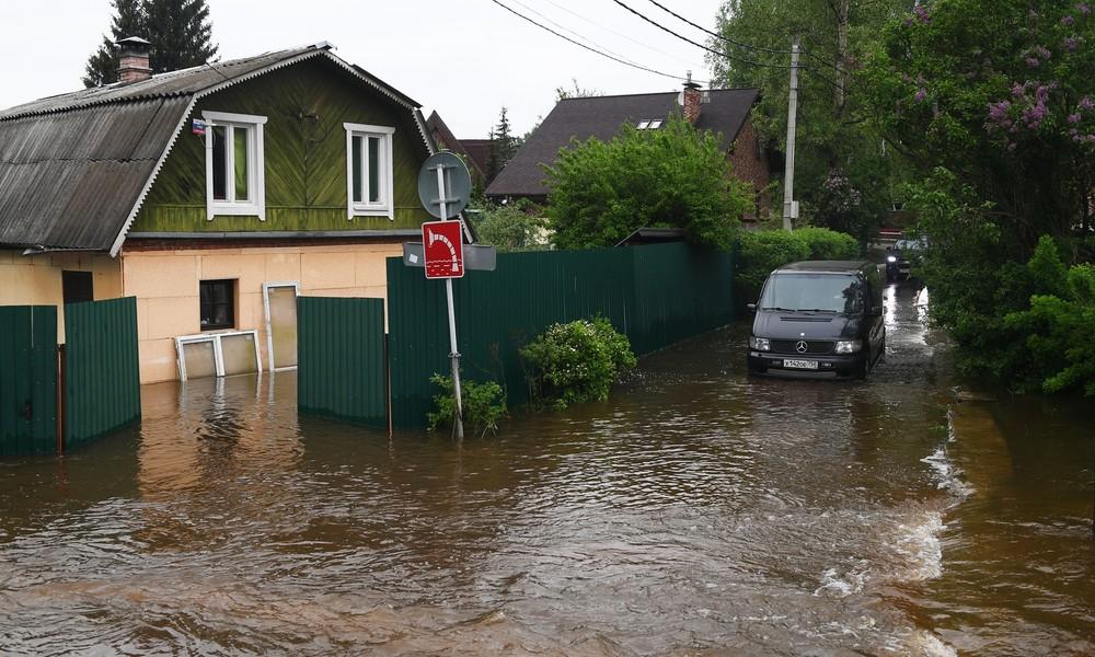 Zwei Monatsmengen in drei Tagen: Überschwemmungen nach sintflutartigen Regenfällen im Gebiet Moskau