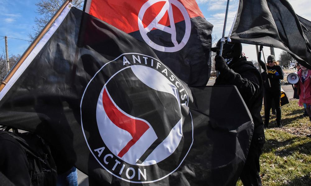 Nigel Farage: Antifa-'Faschisten' unterwandern George Floyd-Proteste in den USA