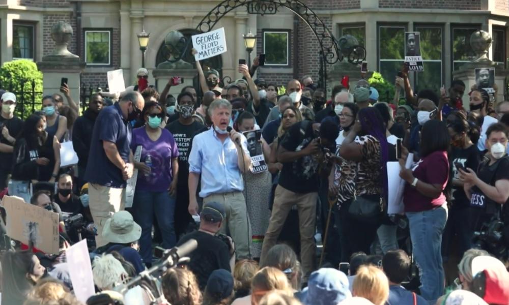 USA: Hunderte fordern vor Gouverneurs-Sitz Verhaftung aller Beamten der George-Floyd-Festnahme