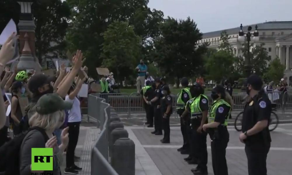 """LIVE: """"No Justice, No Peace"""" – Protest gegen Polizeigewalt vor dem Weißen Haus in Washington"""