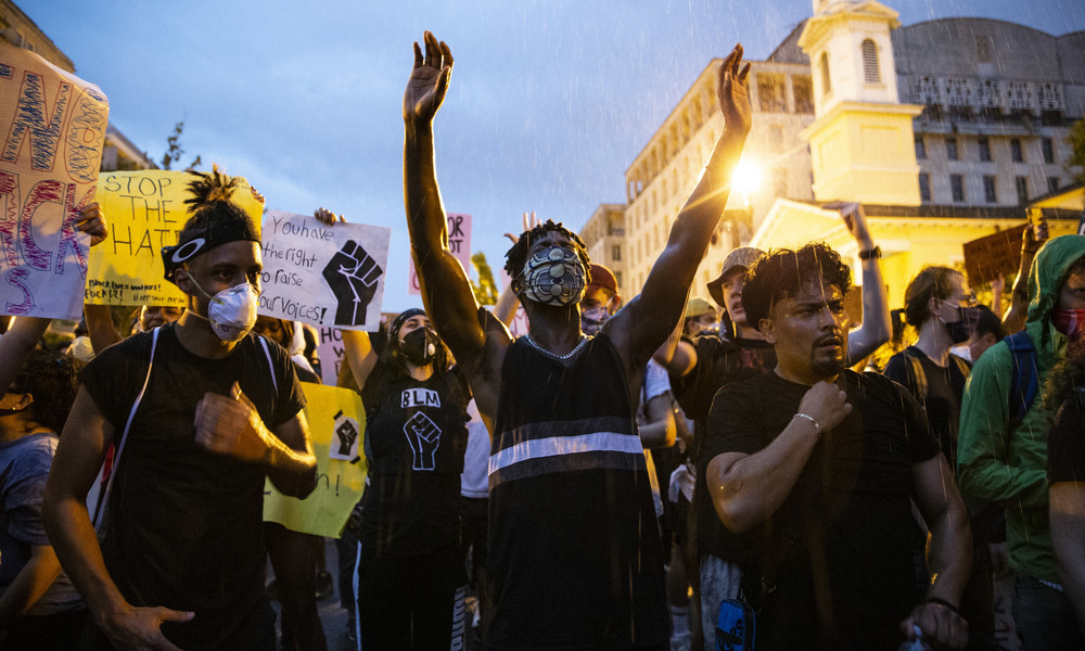 Der Russe war's: Die Ablenkung des US-Establishments von Ungerechtigkeit und Ungleichheit im Land