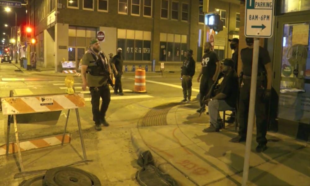 USA: Bewaffnete Bürgerwehr schützt die Straßen von Minneapolis vor Plünderungen und Chaos