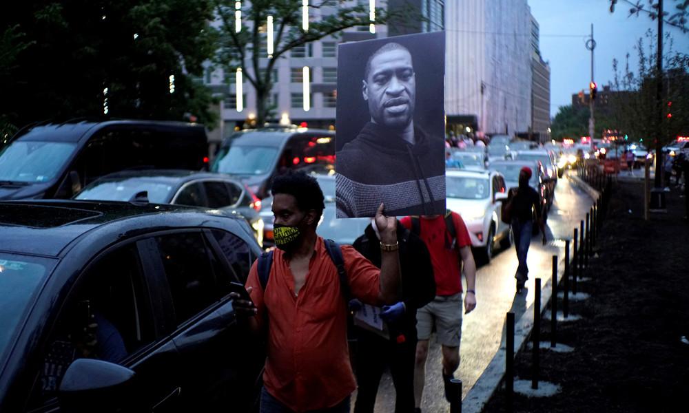 Erste Polizeireformen nach George Floyds Tod: Würgegriff soll verboten werden