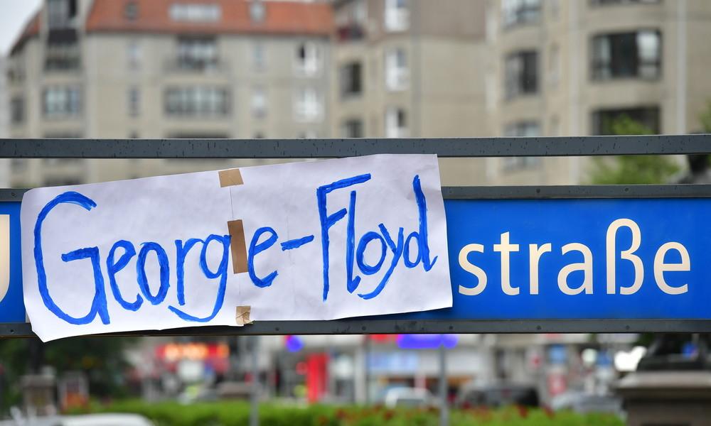 LIVE: Stiller Marsch gegen Rassismus in Berlin in Solidarität mit George-Floyd-Protesten in USA