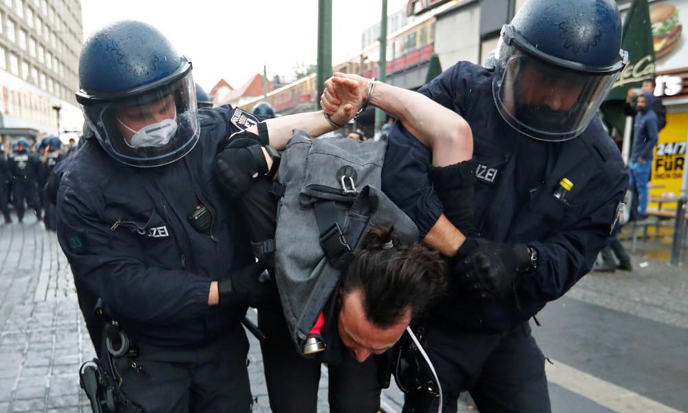 93 Festnahmen und 28 verletzte Polizeibeamte nach Demos in Berlin
