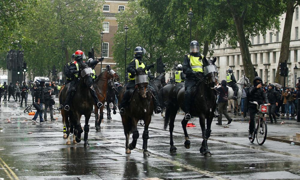 Übergriffe bei Demo gegen Rassismus in London: 14 verletzte Polizisten, über ein Dutzend Festnahmen