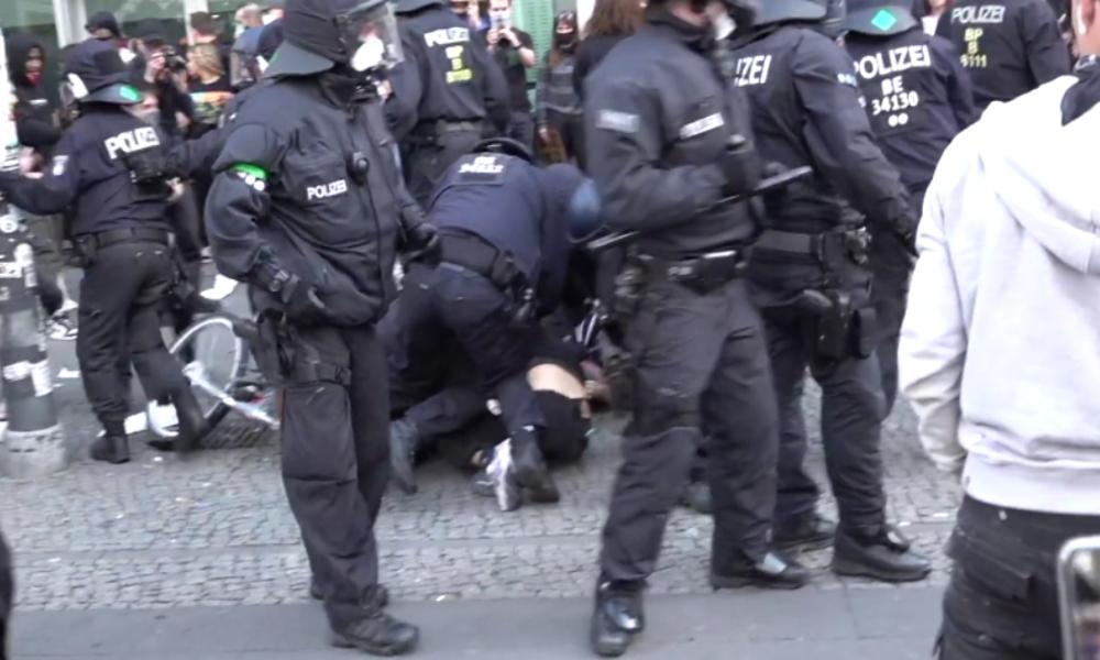 """Nach """"Silent Demo"""" in Berlin: Beleidigungen und Angriffe auf Polizisten"""