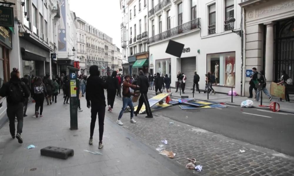 Unruhen und Plünderungen in Brüssel: Polizei setzt Wasserwerfer gegen George-Floyd-Protestler ein
