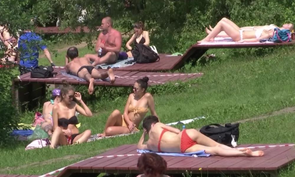 Aufatmen in Moskau: Menschen strömen nach Corona-Lockerungen ins Freie