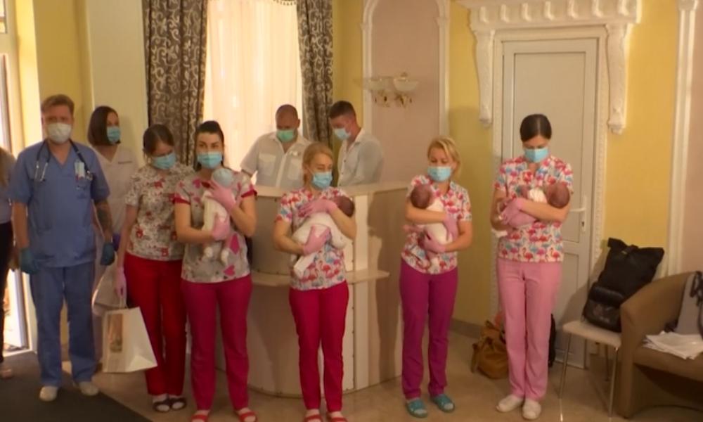 Kiew: Babys von Leihmüttern werden nach Corona-Sperre ihren neuen Eltern übergeben