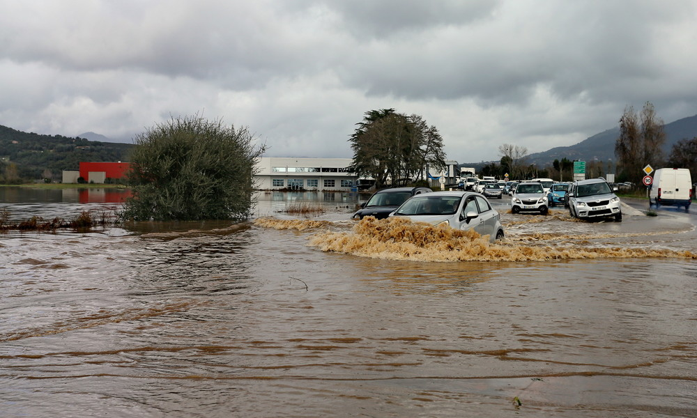 Überschwemmungen verwüsten korsische Hauptstadt (Video)