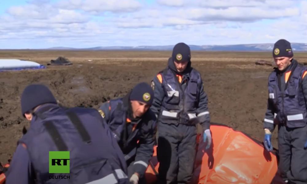 Aufräumarbeiten nach Dieselleck am Nordpolarmeer