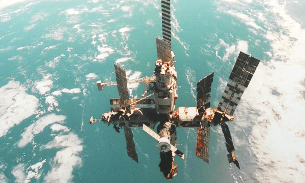 """Meilenstein der Raumfahrt: Vor 20 Jahren verlässt die letzte Besatzung die """"Mir"""""""