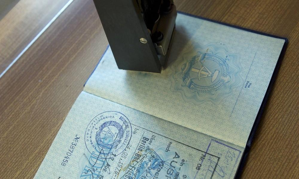 """""""Abreiseland DDR"""": Online-Fragebogen für Einreisende nach Großbritannien sorgt für Spott"""
