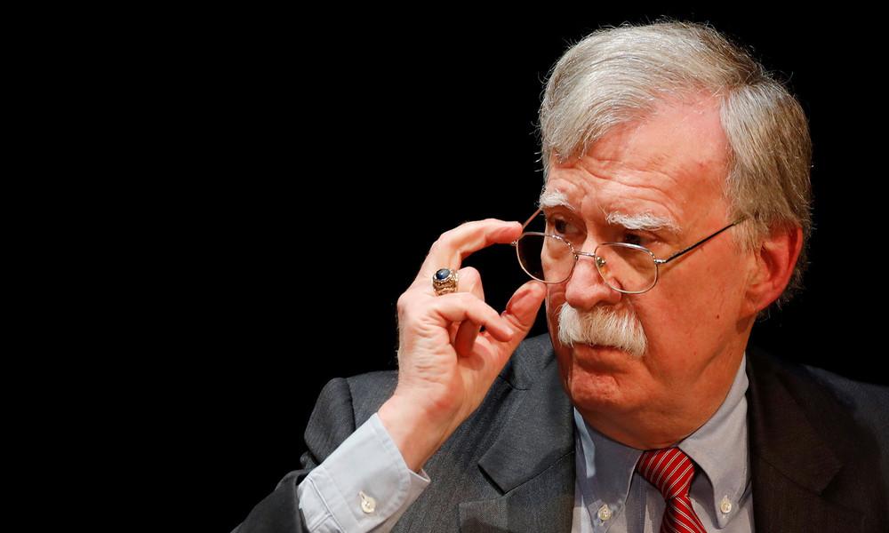 US-Regierung klagt gegen Veröffentlichung von John Boltons Buch wegen Verbreitung von Geheiminfos