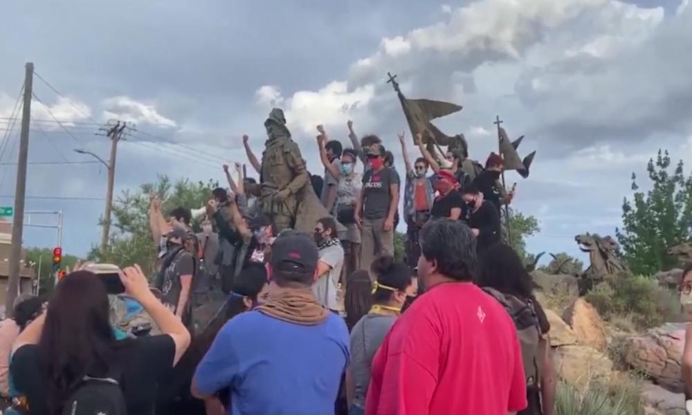 """USA: """"Statuenschützer"""" eröffnet Feuer auf BLM-Demonstranten, nachdem er angegriffen wurde"""