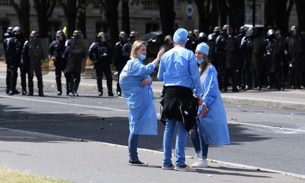 """""""Ich kann nicht atmen"""": Polizeieinsatz gegen Krankenschwester empört viele Franzosen (Video)"""