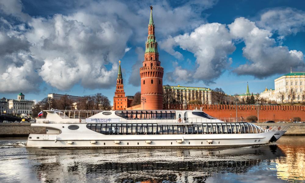 LIVE: Schiffsparade nach Corona-Lockerungen in Moskau