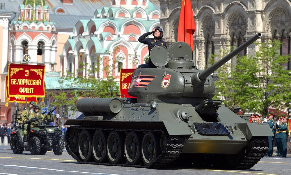 Die Siegesparade auf dem Roten Platz im Zeitraffer