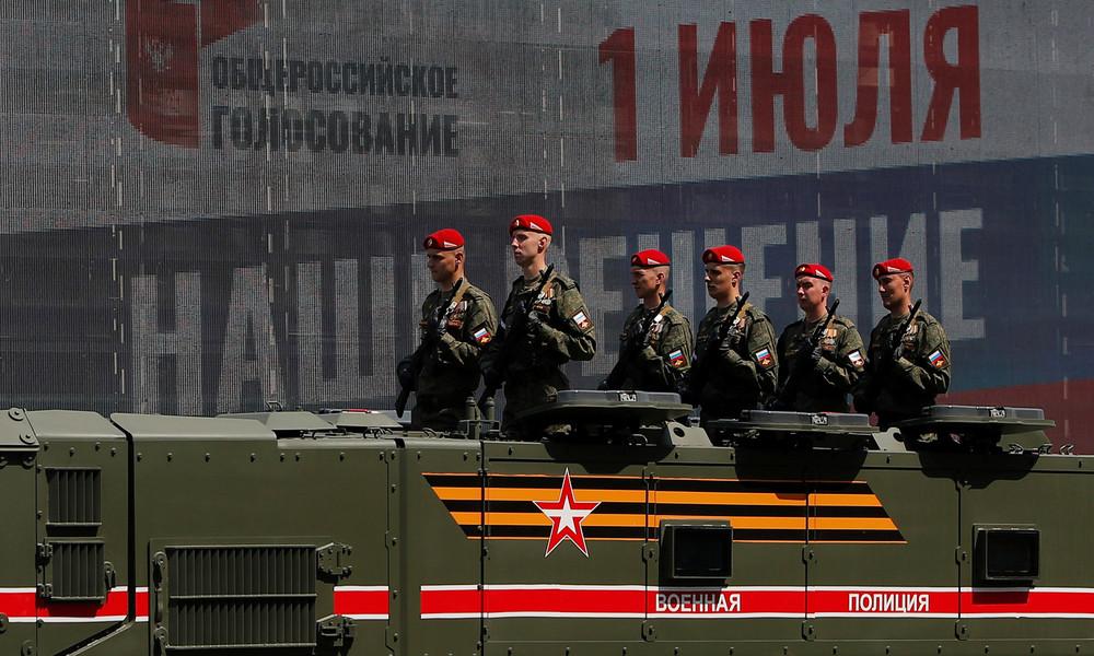 LIVE: Militärfahrzeuge fahren zur Parade zum Tag des Sieges in Moskau