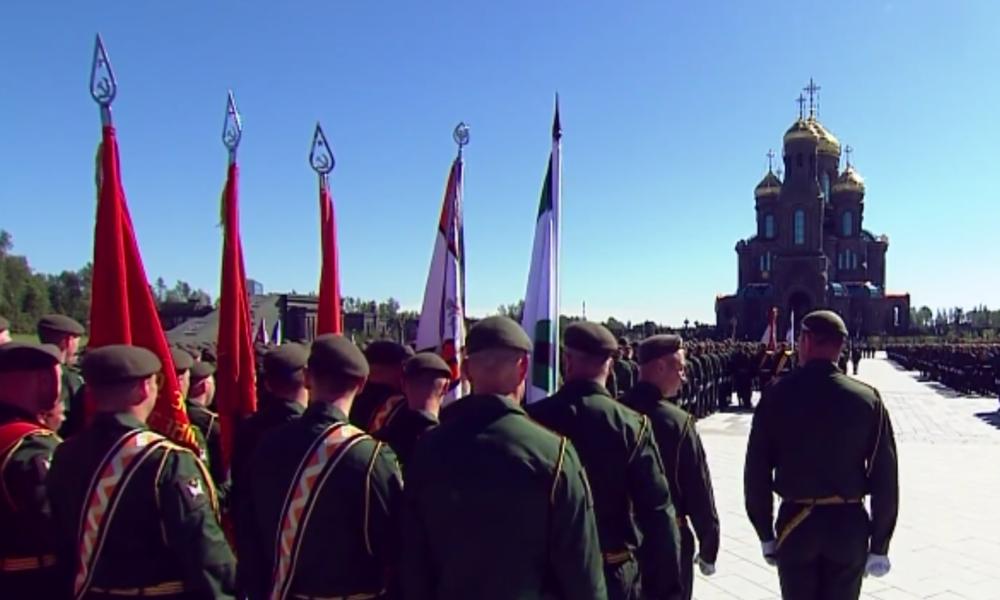 Putin besucht neue gigantische Kathedrale zu Ehren der russischen Armee und dem Tag des Sieges