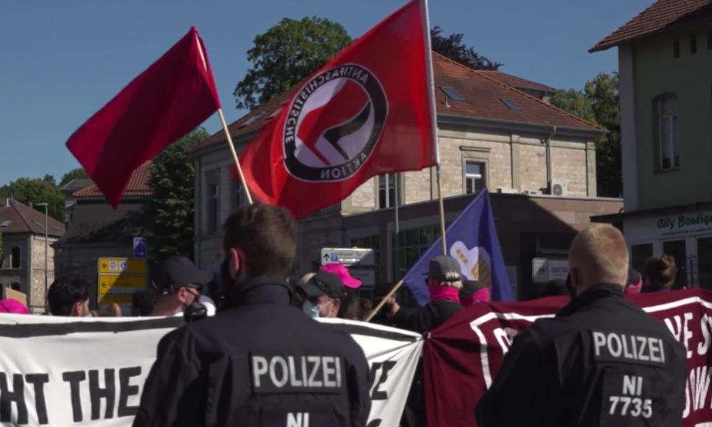 Göttingen: Antifa protestiert vor Corona-Hochhaus gegen Polizeigewalt und Rassismus
