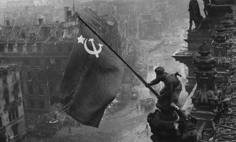 Westlicher Geschichtsrevisionismus: Wer die Vergangenheit beherrscht, beherrscht die Zukunft (Video)