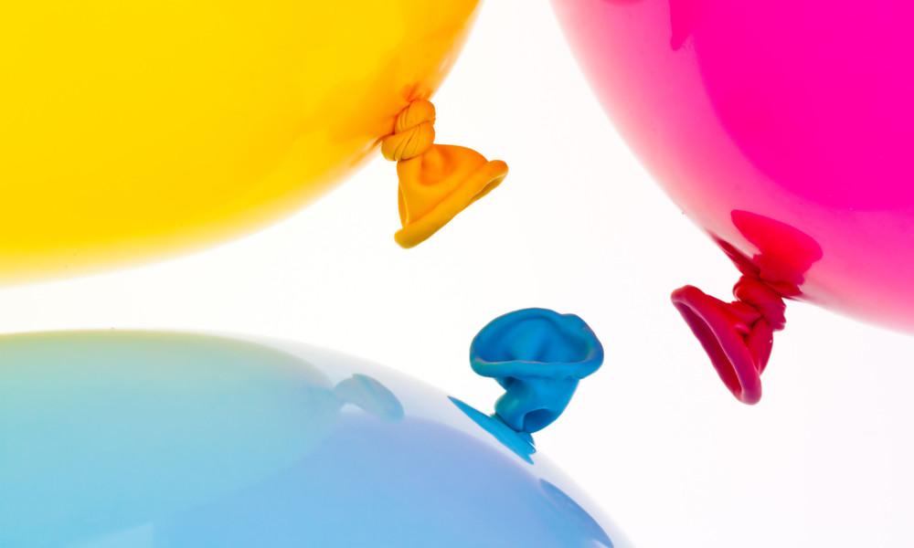 Polizei gegen Luftballon: Streifenwagenfahrer scheitert bei wiederholten Überfahrversuchen