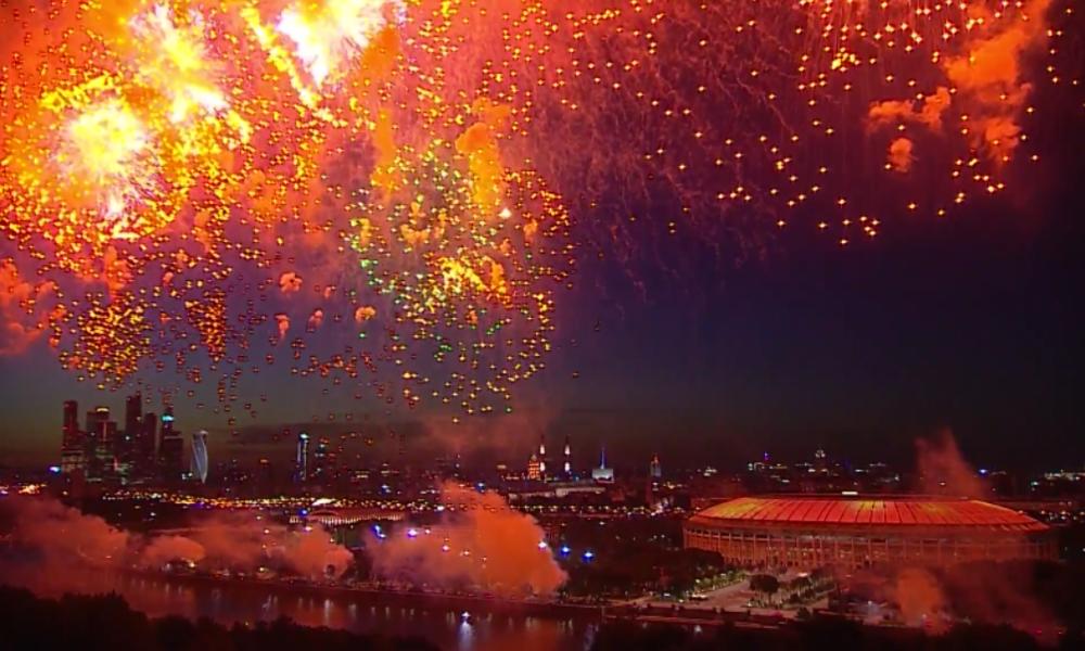 Russland beendet große Militärparade mit spektakulärem Feuerwerk