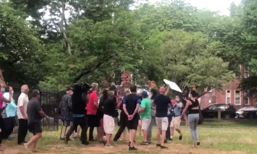 New Haven: Abriss von Kolumbus-Statue sorgt für Zusammenstöße zwischen Demonstranten