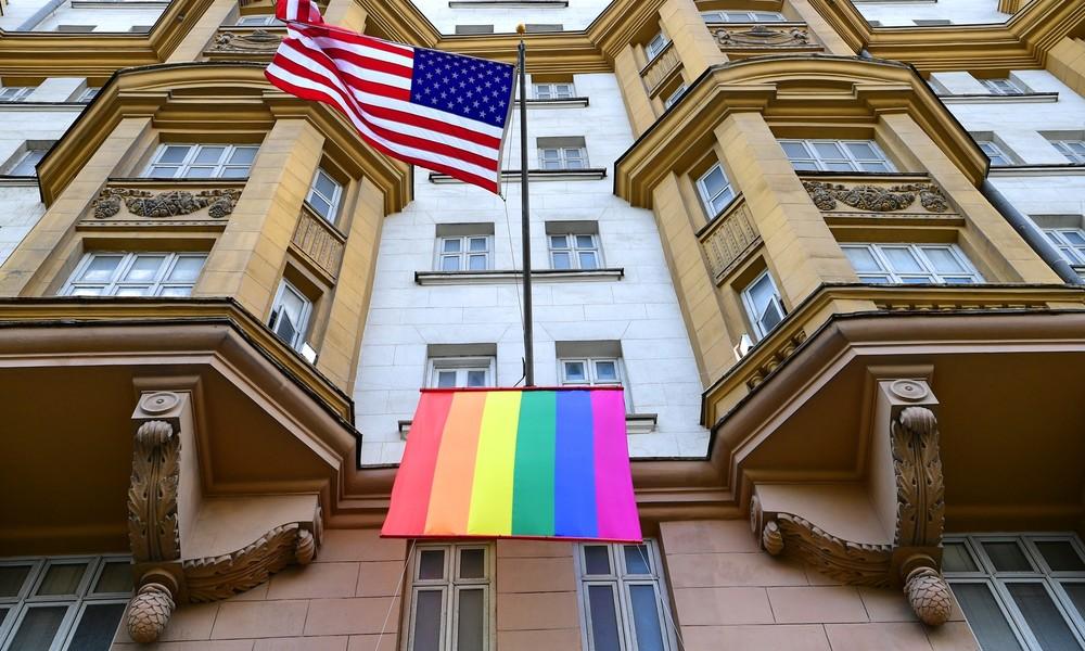US-Botschaft in Moskau sorgt mit Regenbogenflagge für Aufregung