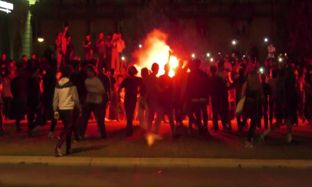 Paris: Große Straßenparty eskaliert – Flaschenwerfer, Tränengas und verletzte Polizisten