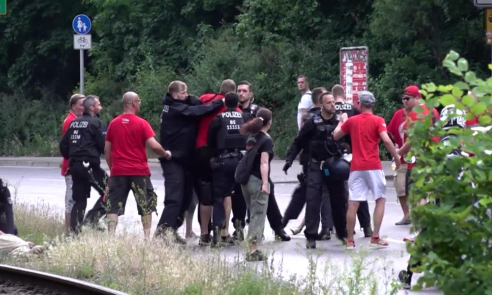 Nach letztem Spiel in erster Bundesliga-Saison: Zusammenstöße zwischen Union-Berlin-Fans und Polizei