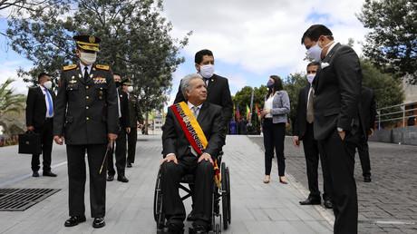 Goodbye Lenín? Ecuadors Präsident gibt Befugnisse ab – das Land versinkt im Chaos  (Präsident Lenín Moreno am Sitz des Parlaments Palacio Legislative in Quito vor  dem Ablegen seines jährlichen Regierungsberichts, 24. Mai 2020)