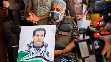 Mehrere Menschen protestierten am Mittwoch gegen die Ermordung eines unbewaffneten Mannes mit einer leichten Form von Autismus durch israelische Grenzpolizisten.