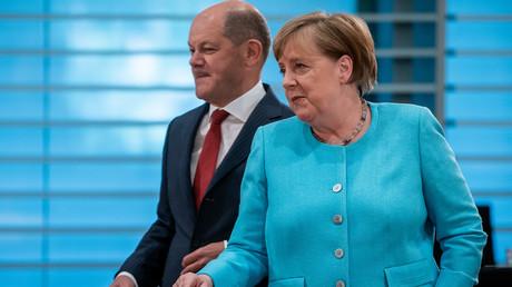 Bundesfinanzminister Olaf Scholz und Bundeskanzlerin Angela Merkel am 3. Juni 2020 bei der Sitzung des Bundeskabinetts im Kanzleramt in Berlin