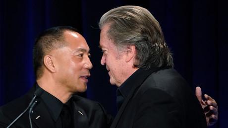 Der Exil-Chinese Guo Wengui und der ehemalige Chefstratege im Weißen Haus, Steve Bannon, bei einer Pressekonferenz in New York im Jahr 2018