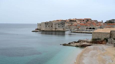 Noch muss man sich an kroatischen Stränden wie hier in Dubrovnik keine Sorgen um die Vorgaben zur Einhaltung der Abstandsregeln machen (Bild vom 17. Mai).