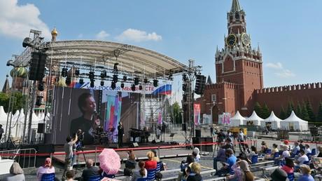 Zeichen der Entspannung bei Corona-Beschränkungen: Die erste Großveranstaltung auf dem Roten Platz: Buchfestival