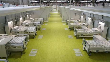 Provisorisches Covid-Krankenhaus auf dem Messegelände in Berlin. Bisher wurden die Krankenhäuser der Stadt Berlin nicht mit Covid-19-Fällen überschwemmt, und die Nutzung dieses temporäres Krankenhauses mit einer Kapazität von 488 Betten war nicht notwendig. Das Bild wurde am 19. Mai aufgenommen.