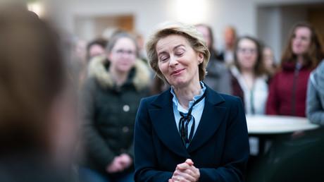 Alles richtig gemacht? Jedenfalls trifft die Verteidigungsministerin Ursula von der Leyen (CDU) angeblich keinerlei Schuld im Beraterskandal.