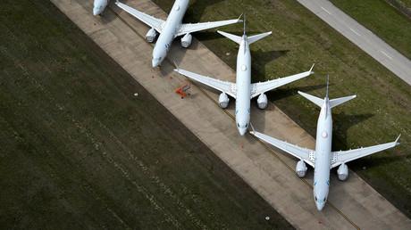 American Airlines Flugzeuge auf dem Rollfeld des internationalen Flughafens Tulsa