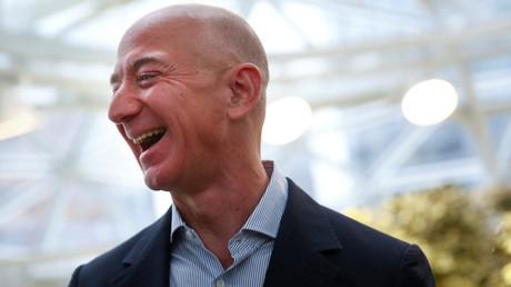 Amazon-Chef Jeff Bezos hat offensichtlich weiterhin gut lachen. (Symbolbild)