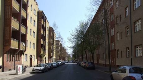 (Symbolbild). Die Harzer Straße in Berlin-Neukölln.