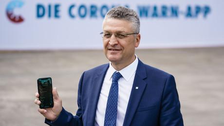 Deutschlands oberster Seuchenbekämpfer, RKI-Präsident Lothar Wieler, präsentiert stolz die neue Corona-Warn-App