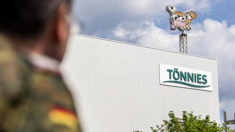 Corona-Ausbruch in Tönnies-Fleischfabrik: Auf dem Gelände der Betriebs finden seit Tagen Reihenuntersuchungen mit Unterstützung der Bundeswehr statt.